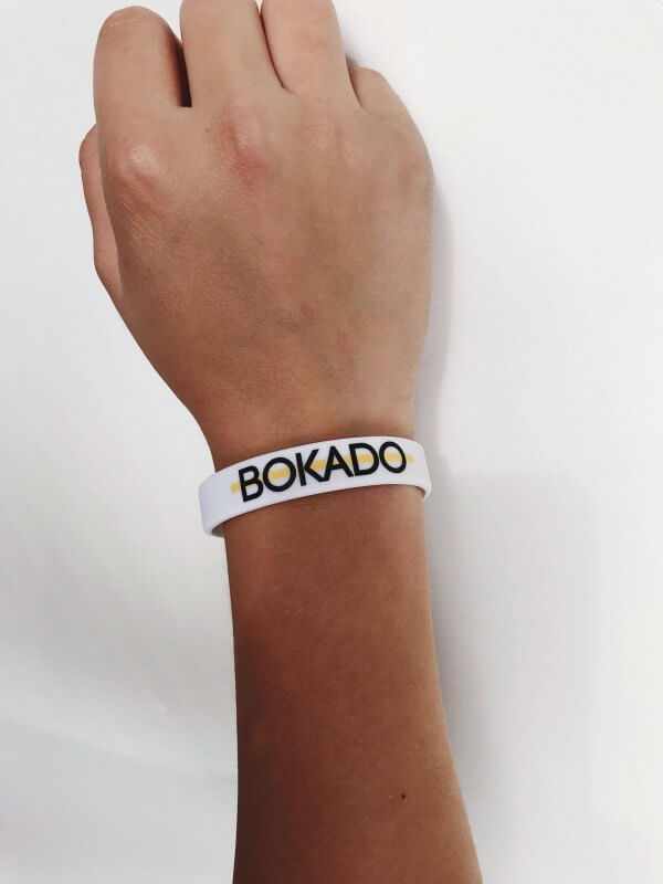 Bokado bandje wit arm